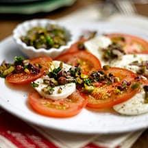 Photo de/du Salade tomate mozzarella aux oignons rouges et gremolata d'olives par WW