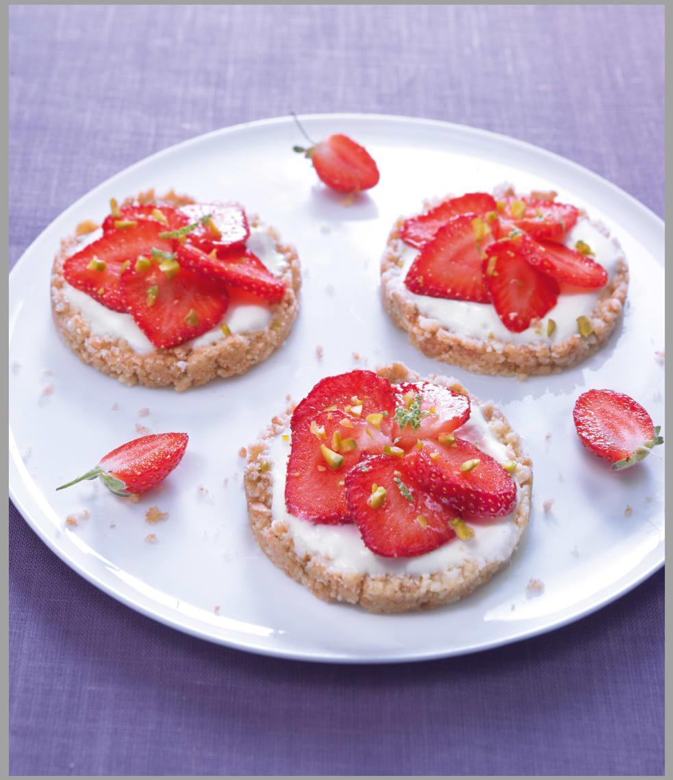 Photo de/du Tartelettes aux fraises, au citron vert et aux pistaches par WW
