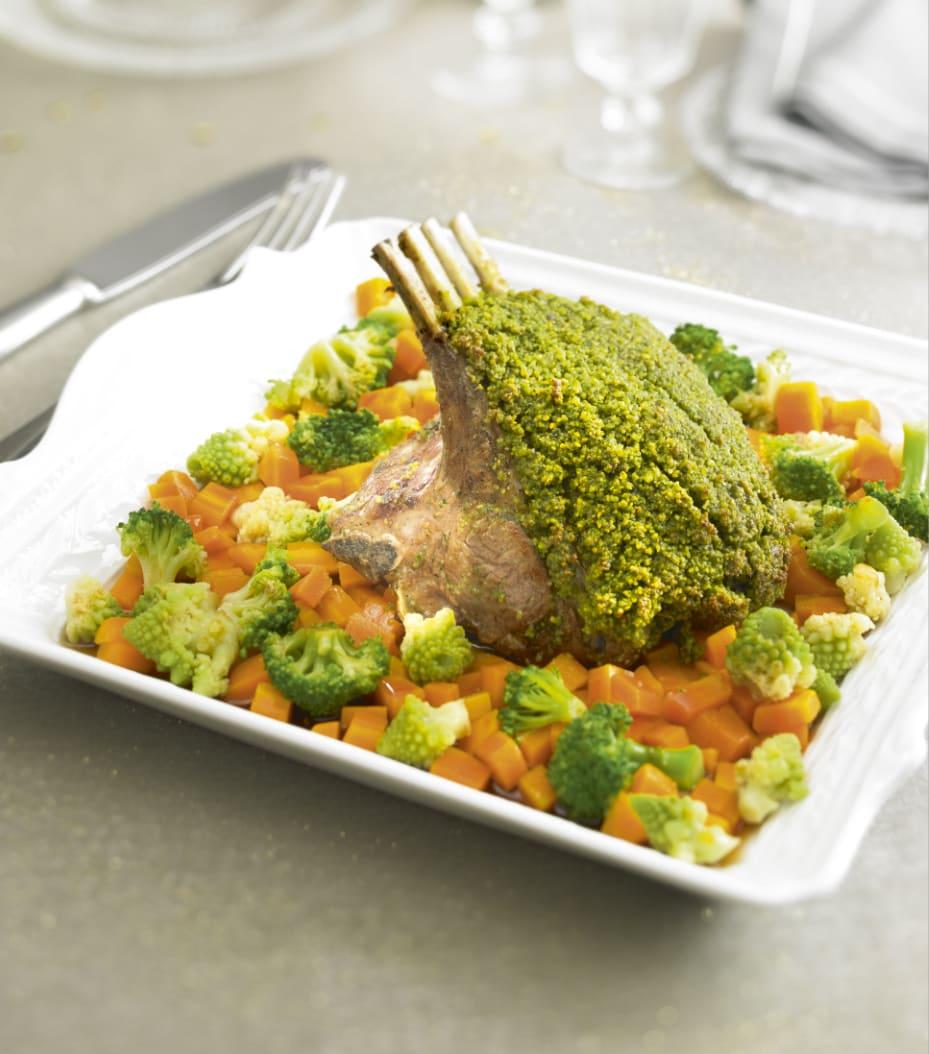 Photo de/du Carré d'agneau en croûte de pistache et sa poêlée de légumes par WW