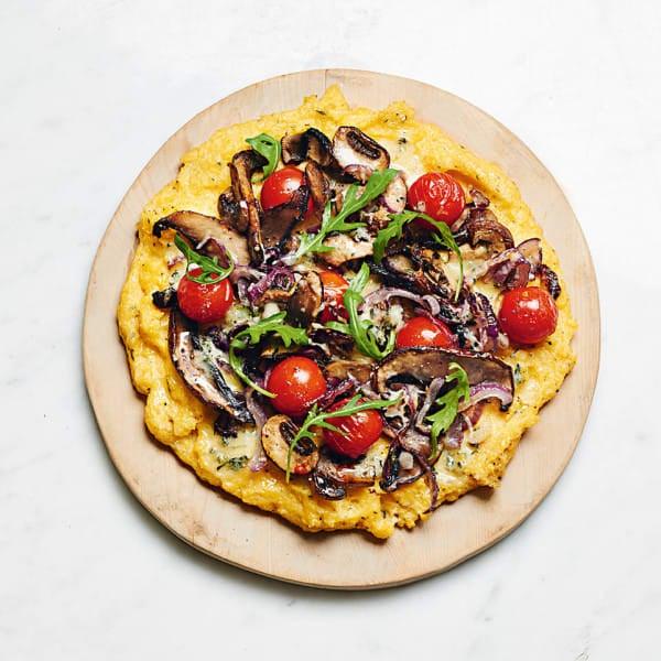 Photo de/du Pizza polenta aux tomates cerise, ail, thym, champignons et roquette par WW