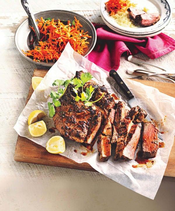 Photo de/du Gigot d'agneau au barbecue avec salade de carotte par WW