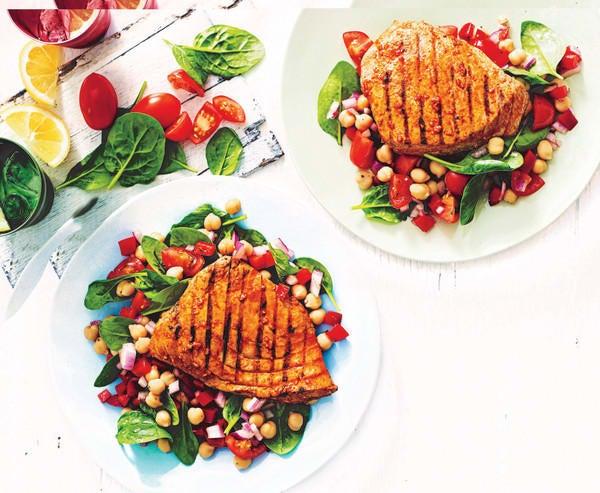 Photo de/du Steak de thon à l'espagnole et salade de pois chiches par WW
