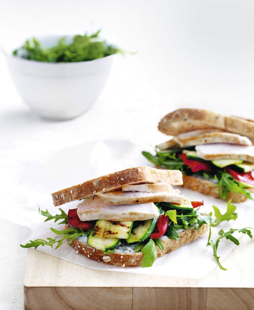 Photo de/du Sandwich au poulet et poivrons avec aïoli au basilic par WW