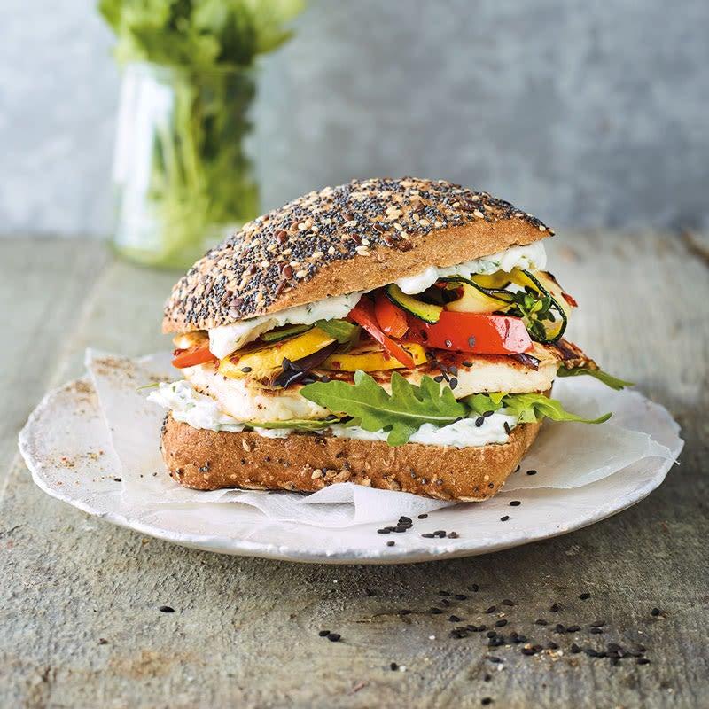 Photo de/du Burger aux légumes grillés et halloumi par WW