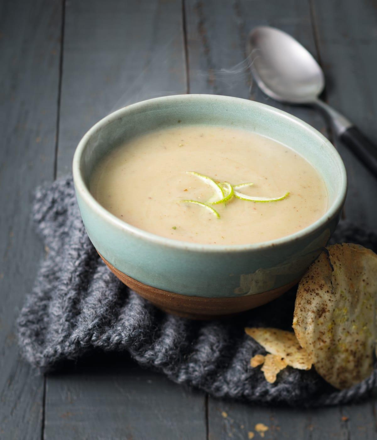 Photo de/du Soupe de céleri et marrons et tuile d'épices par WW