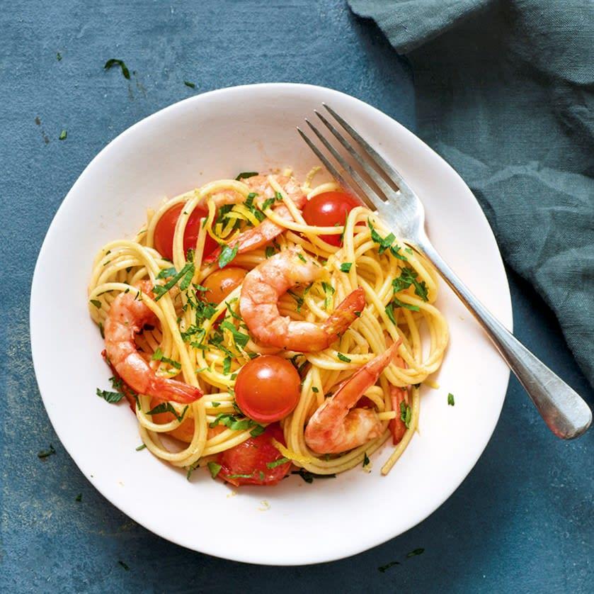 Photo de/du Spaghettis aux crevettes, piment et tomates cerise par WW