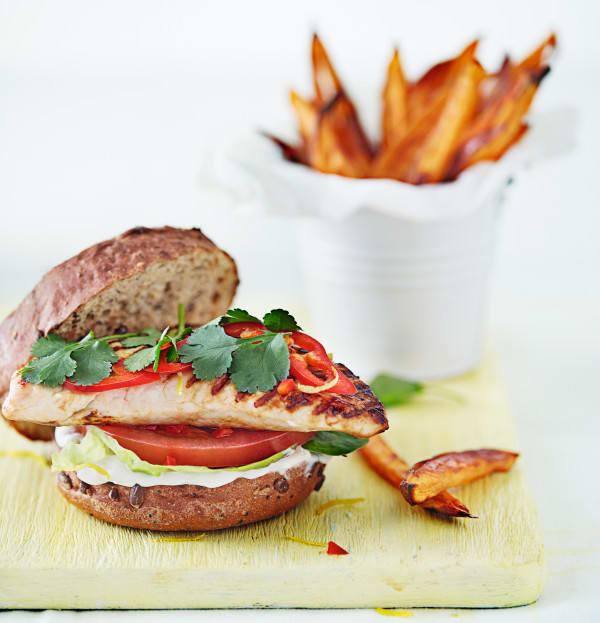 Photo de/du Burger de dinde et frites de patates douces par WW