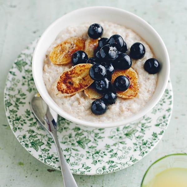 Photo de/du Porridge avec bananes caramélisées et myrtilles par WW