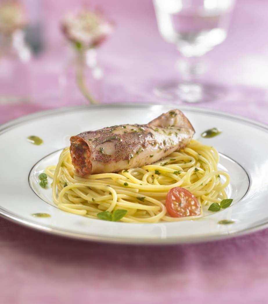 Photo de/du Encornets farcis sur lit de spaghetti par WW