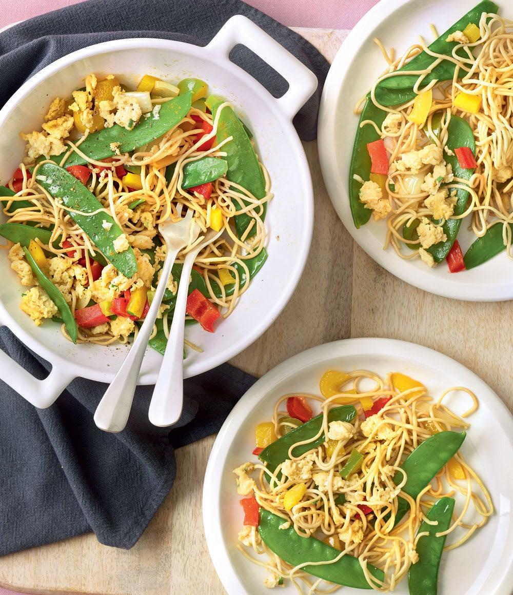 Photo de/du Wok de nouilles, légumes et dés d'omelette par WW