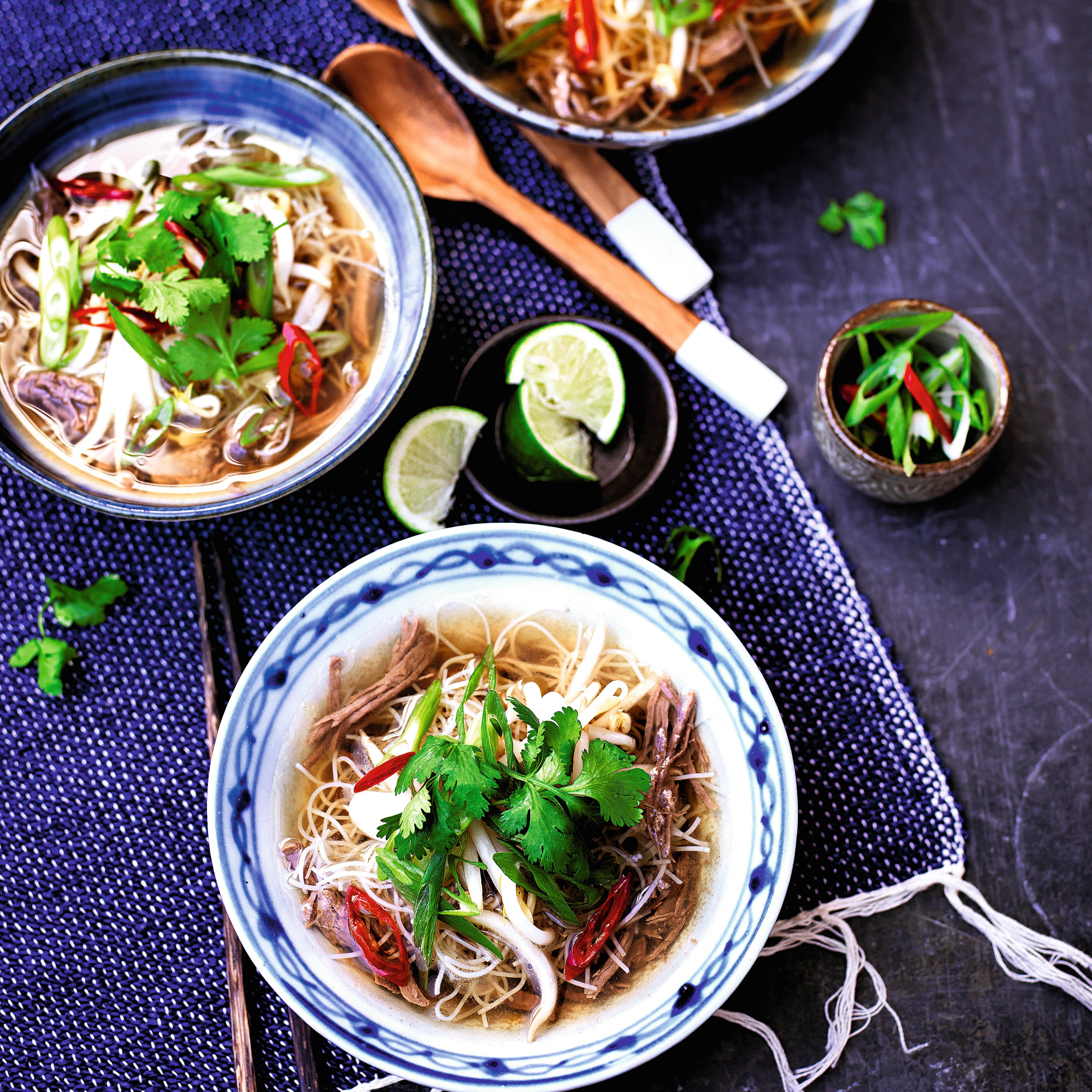 Photo de/du Soupe pho vietnamienne au boeuf par WW