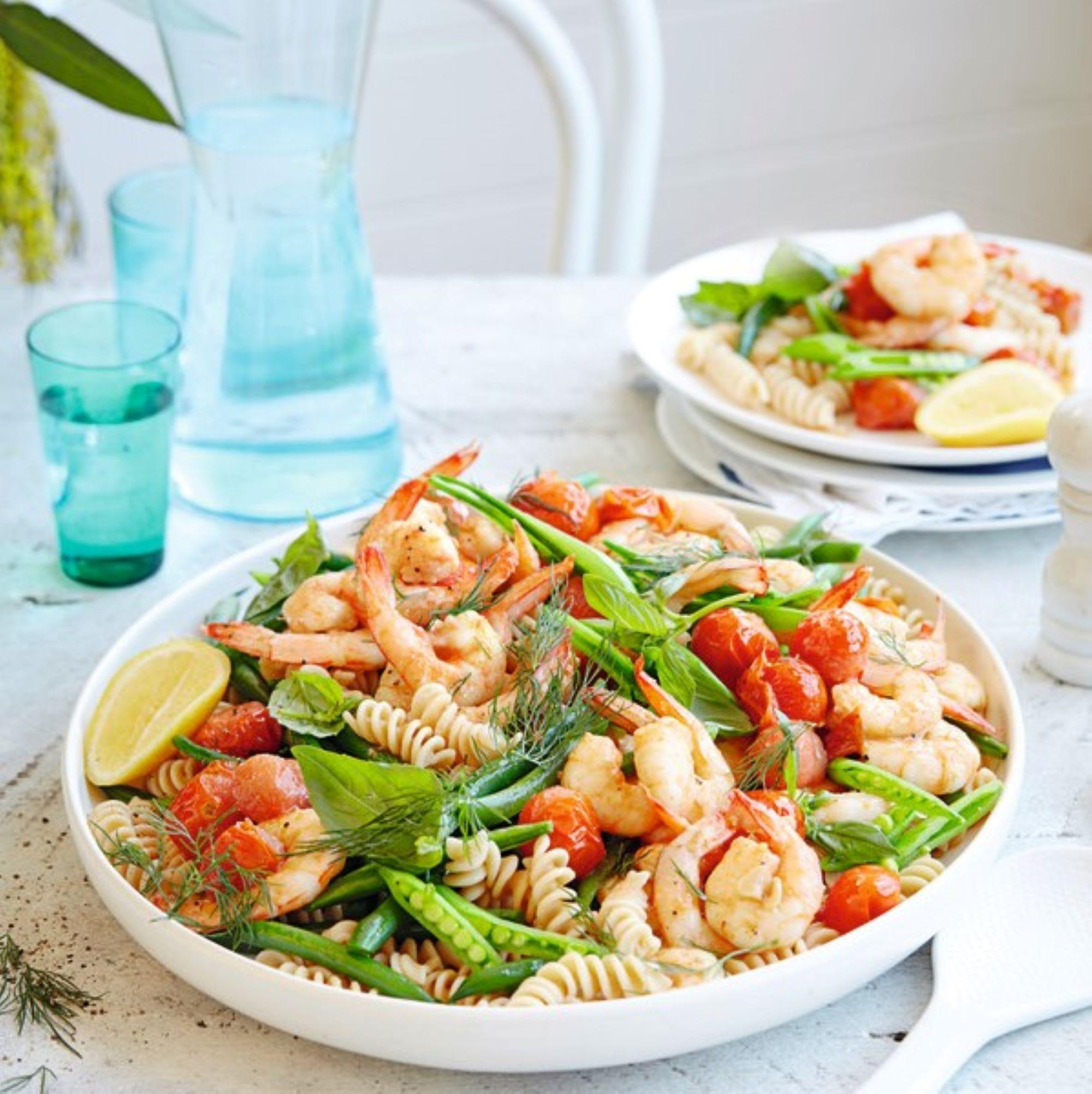 Photo de/du Salade de pâtes aux crevettes aux tomates et herbes par WW