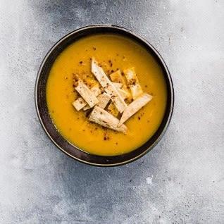 Photo de/du Soupe de carotte, navet et lentilles corail avec lamelles de tortillas par WW