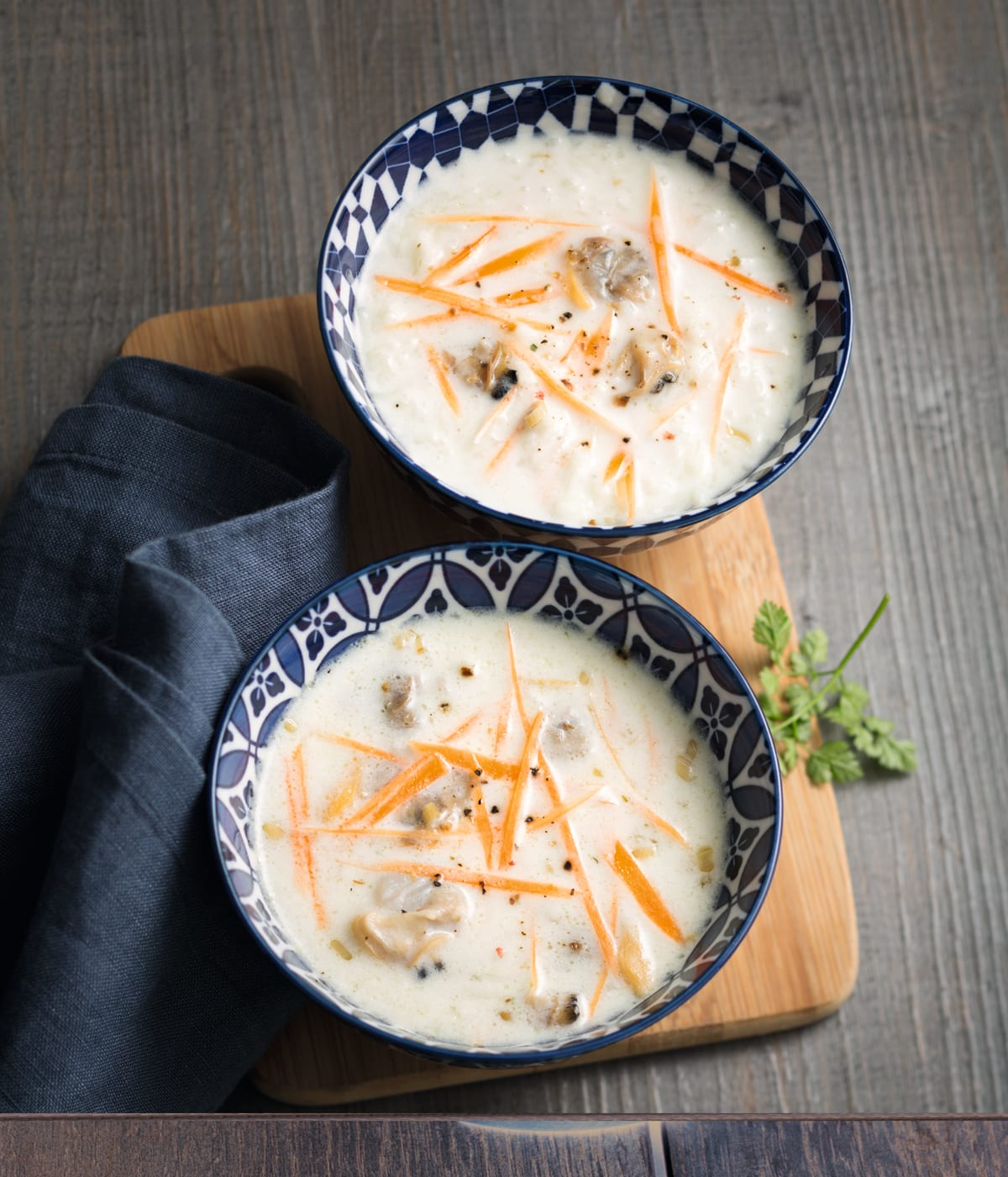 Photo de/du Palourdes en soupe de poule, citronnelle et coco par WW