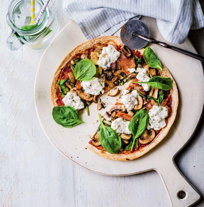 Photo de/du Pizza aux champignons, bacon, oignons et épinards par WW