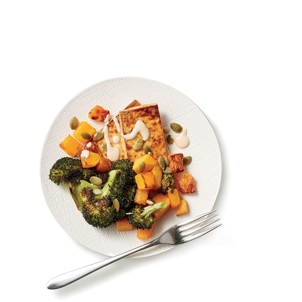 Photo de/du Tofu, brocoli et courge butternut à la sauce tahini crémeuse par WW