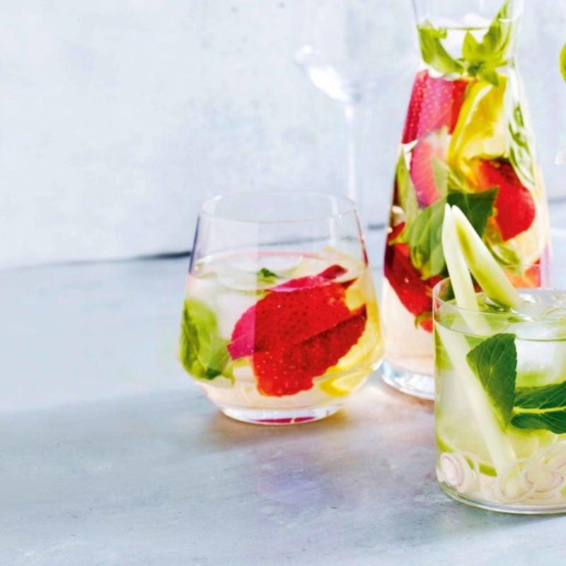 Photo de/du Eau aromatisée aux fraises, basilic et citron par WW