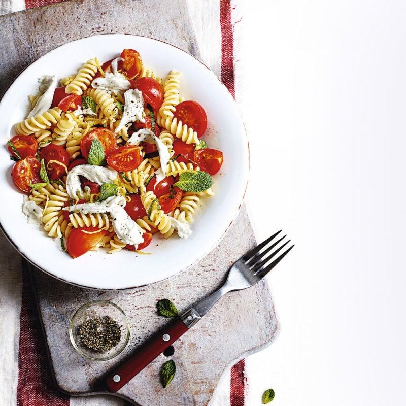 Photo de/du Fusilli avec tomates, menthe et mozzarella par WW