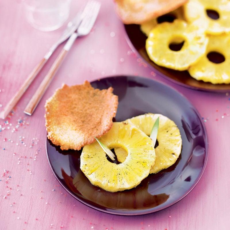 Photo de/du Ananas rôti flambé et tuile coco par WW
