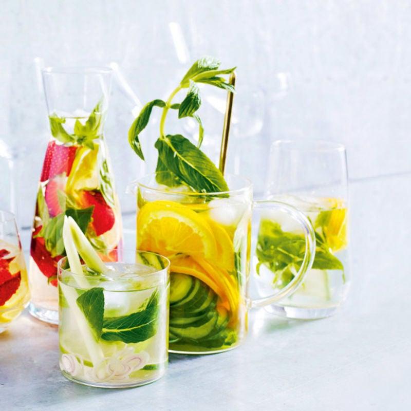 Photo de/du Eau aromatisée au concombre, orange et menthe par WW