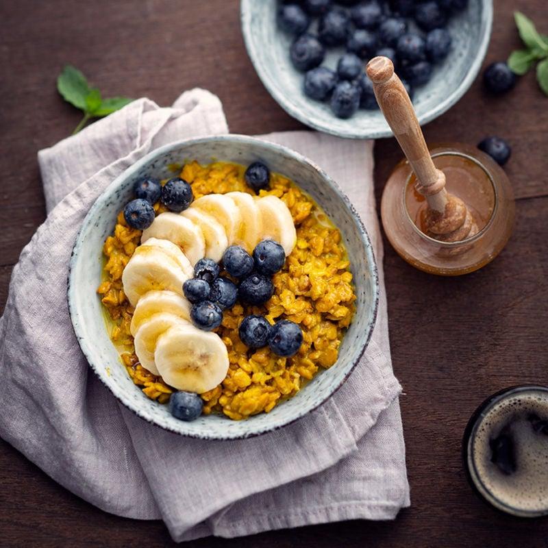 Photo de/du Porridge au curcuma et myrtilles par WW