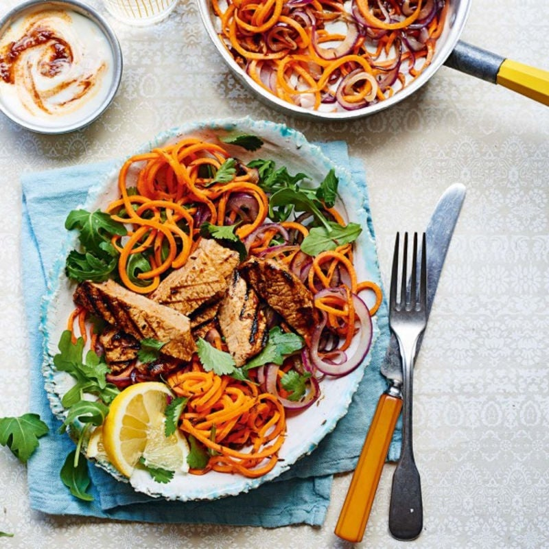 Photo de/du Filets de porc à l'harissa et aux spaghettis de légumes par WW